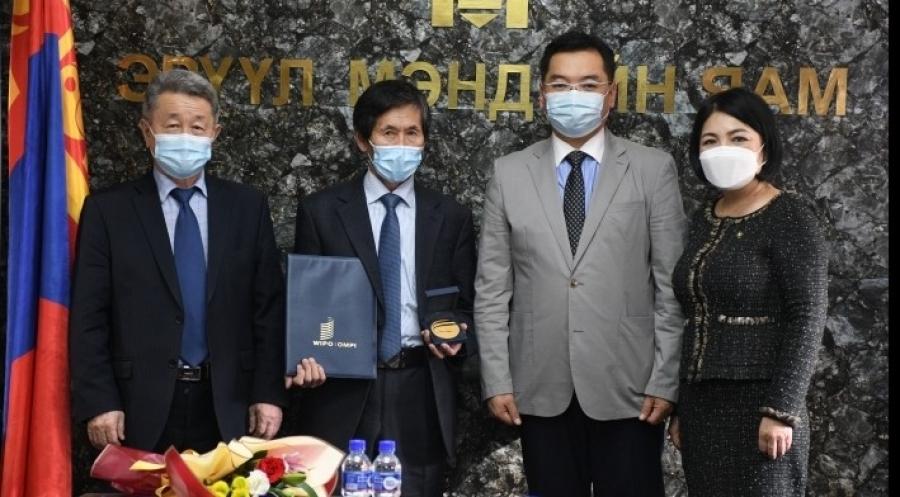 Ардын эмч Н.Баасанжав Дэлхийн оюуны өмчийн байгууллагын ''Алтан медаль''-иар шагнагдлаа
