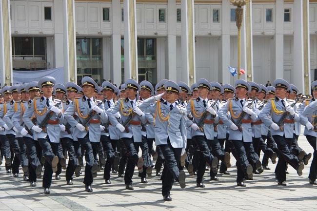 Монгол цэргийн сүр жавхаа жагсаалдаа байдаг