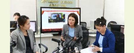 11-11 төвд УИХ-ын гишүүн Л.Эрдэнэчимэг, Г.Уянга нар ажиллаж иргэдийн асуултад хариуллаа