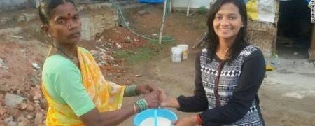 """Энэтхэгчүүд  """"Rice Bucket Challenge""""  аяныг эхлүүлэв"""