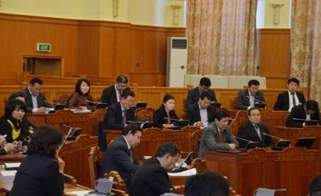 Засгийн газрын бүтцэд өөрчлөлт оруулах тухай хуулийн төслийг баталлаа