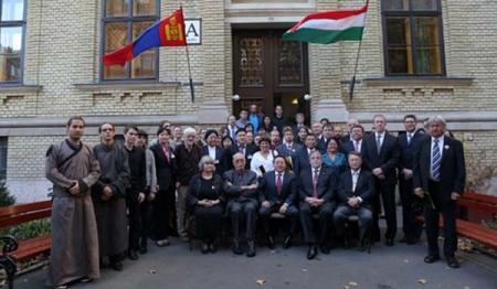 """Ерөнхийлөгч Унгар дахь """"Монгол судлалын төв""""-ийн нээлтэнд оролцлоо"""