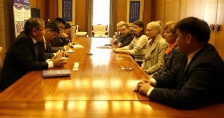 ОХУ-ын монголч эрдэмтдийн төлөөллийг хүлээн авч уулзлаа