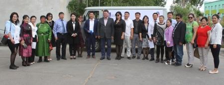 Дорноговь, Говьсүмбэр аймгийн Хөдөө аж ахуйн газарт фургон гардуулан өгөв