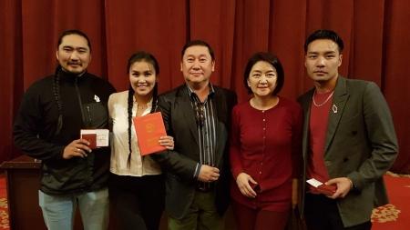 Жүжигчин Б.Шинэбаяр, Г.Алтангэрэл нар Соёлын тэргүүний ажилтан цол хүртлээ