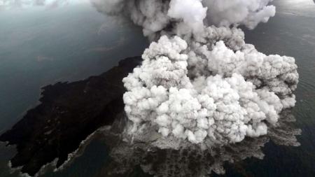 ФОТО: Индонезид цунами болж, 222 хүн амиа алдав