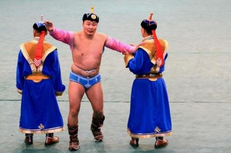 Монгол цэргийн өдөрт зориулсан барилдаанд Улсын гарьд Б.Гончигдамба түрүүллээ