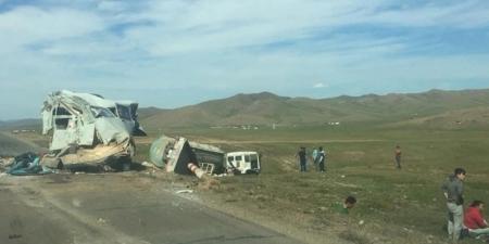 Төв аймгийн замд гурван том тэрэг мөргөлдсөн ноцтой осол гарлаа