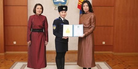 Монгол Улсын Ерөнхийлөгчийн нэрэмжит тэтгэлэг олголоо