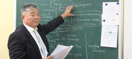 Б.Жадамба: Боловсролыг гурван цагийн бэлчирт тохируулан хөгжүүлэх ёстой