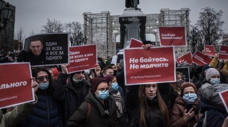 """Оросын залуу үеийнхний шаардлага """"Путин зайл"""""""
