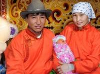 Х.Монголжин охины гэр бүлд байрны түлхүүрийг нь гардуулжээ