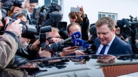 Исландын Ерөнхий сайд оффшор дансны асуудлаас болж огцорчээ