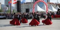 Чингисийн талбайд вальс эргэнэ