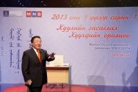 """Ерөнхийлөгч """"Монголын нэр ертөнцийн чихнээ"""" сэдвээр хичээл заана"""