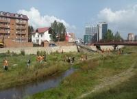 Оюутнууд сэлбэ голыг цэвэрлэнэ