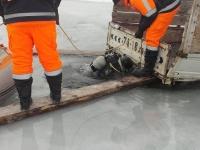 Мөсөнд цөмөрсөн ачааны машиныг гаргалаа