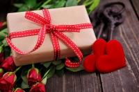 Орон орны дурлалт хосууд хайрын баяраар юу бэлэглэдэг вэ