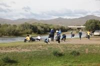 Туул гол дагуух хог хаягдлыг цэвэрлэх аян үргэлжилж байна