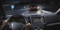 Буруу талдаа жолооны хүрдтэй машины гэрлийн тусгалыг өөрчилнө