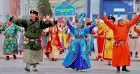 Монгол бахархал болсон дээл хувцсаараа гоёцгооё