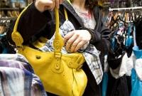 Зайсанд байрлалтай томоохон дэлгүүрүүдээр явж хулгай хийдэг эмэгтэйчүүд байна