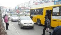 Холын чиглэлд явдаг автобуснууд ирэхгүйгээс болж иргэд осгож хөлдлөө