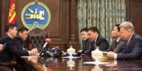 М.Энхболдыг унагаана гээд парламентыг мөргөж, Үндсэн хуулийг тийрч байна