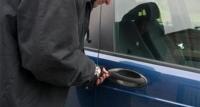 Приус маркийн машины дугуй хулгайлдаг залуусыг илрүүлжээ