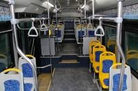 Автобусны бариул, хаалгыг ариутгалын бодисоор цэвэрлэж байна