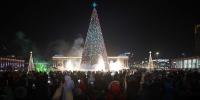 Фото: Төв талбайн сүлд модны гэрэл асаах ёслол боллоо