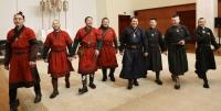 """Эх орондоо ирсэн """"The Hu"""" хамтлагийн гишүүдэд  """"Чингис хаан"""" одон гардууллаа"""