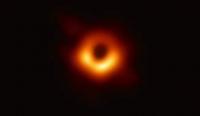 Эрдэмтэд хар нүхний бодит гэрэл зургийг үзүүлжээ