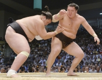 Хакүхо, Осанояма нар башёг тэргүүлж явна