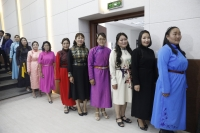 Өмнөговь аймгаас 230 ээж ''Эхийн алдар'' одон хүртлээ