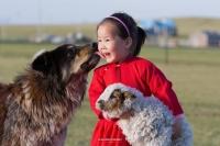 Буриадын зурагчин монгол охины зургаар тэргүүлжээ