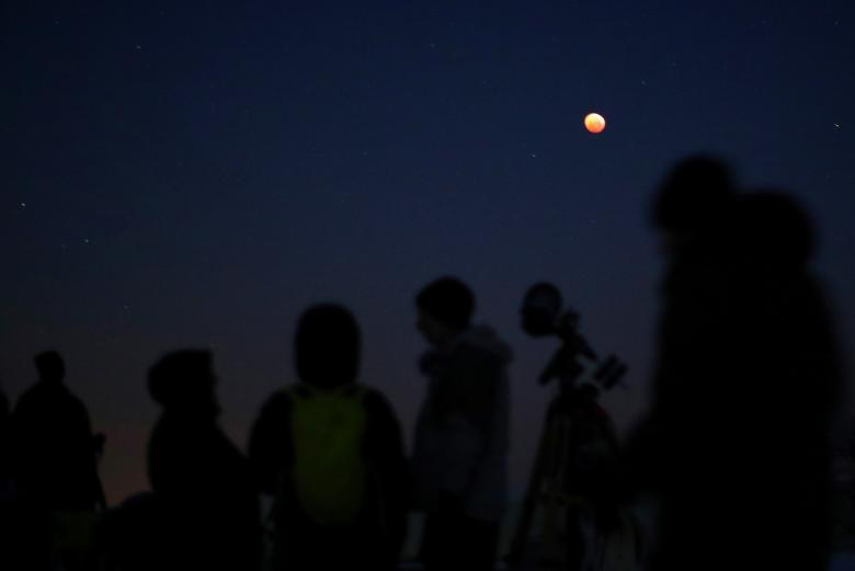 ФОТО: Сар хиртэлт дэлхийн улс орнуудад хэрхэн харагдсан бэ?